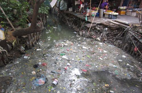 ô nhiễm trên sông